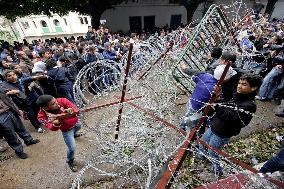27 janvier : les collégiens et lycéens forcent les barrages de l