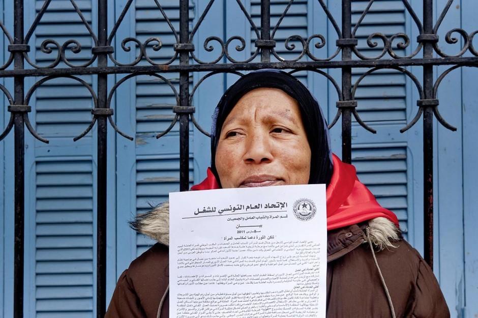 12 mars 2011 : Place Mohammed Ali les femmes se rassemblent et préparent leur marche dans le cadre de la Journée Mondiale de la Femme. Cette marche pour l