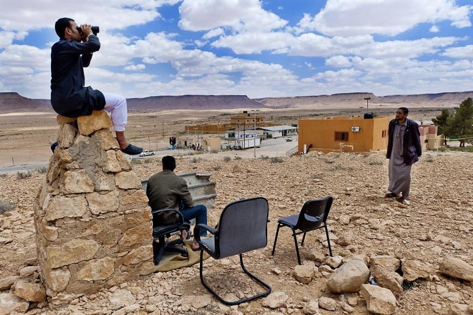 28 avril 2011 : Assis sur la borne frontalière dans le No man