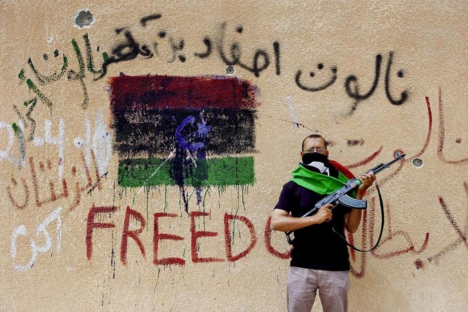 Mahmoud Sigouk, cadre rebelle, dissimule son visage pour protéger sa famille. C