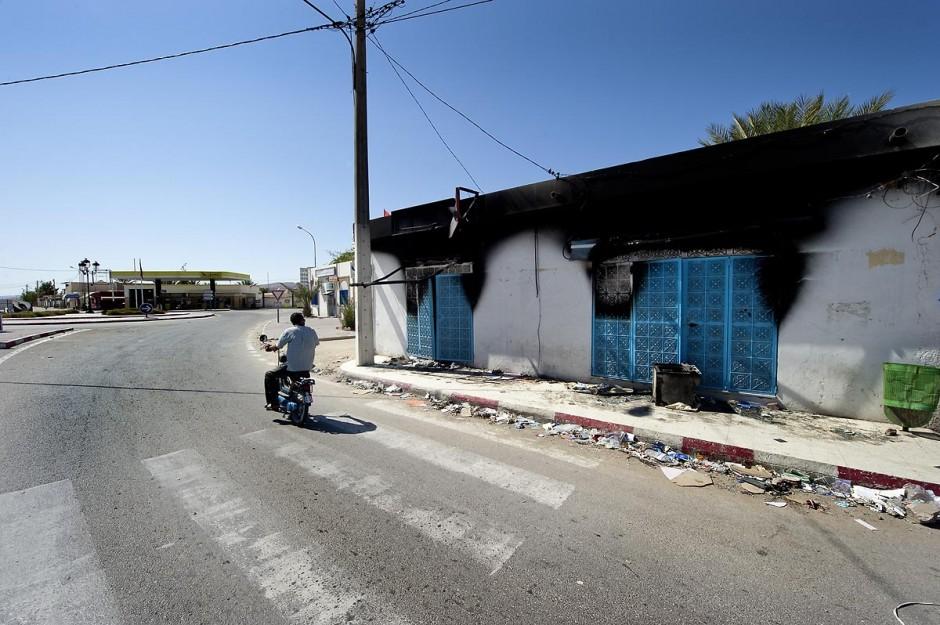 Boutique incendiée dasn la rue principale quartier des lors des affrontements du 3 au 5 juin 2011 dans la ville de Metlaoui
