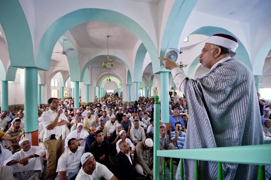Prêche du Cheikh Mourou le vendredi 10 juin à la Grande Mosquée de Métlaoui après les affrontements du 3 au 5 juin 2011 dans la ville de Metlaoui