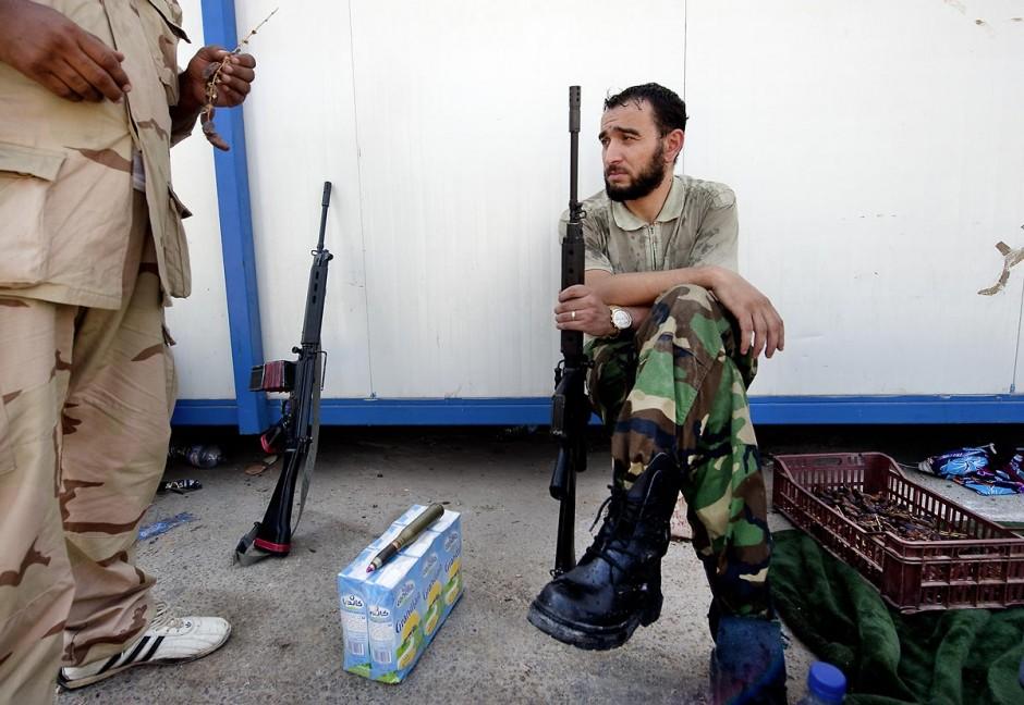 """27 août 2011 : Au poste frontière de Ras Jedir, les combattants berbères le jour leur victoire. le poste frontalier de Ras Jedir était jusq"""""""