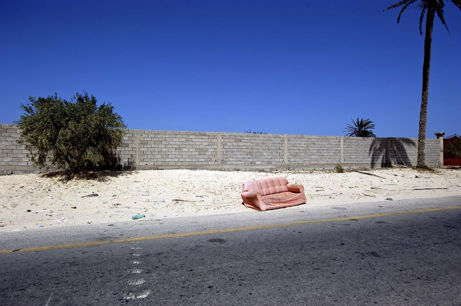 Avenue principale de Zouara désertée