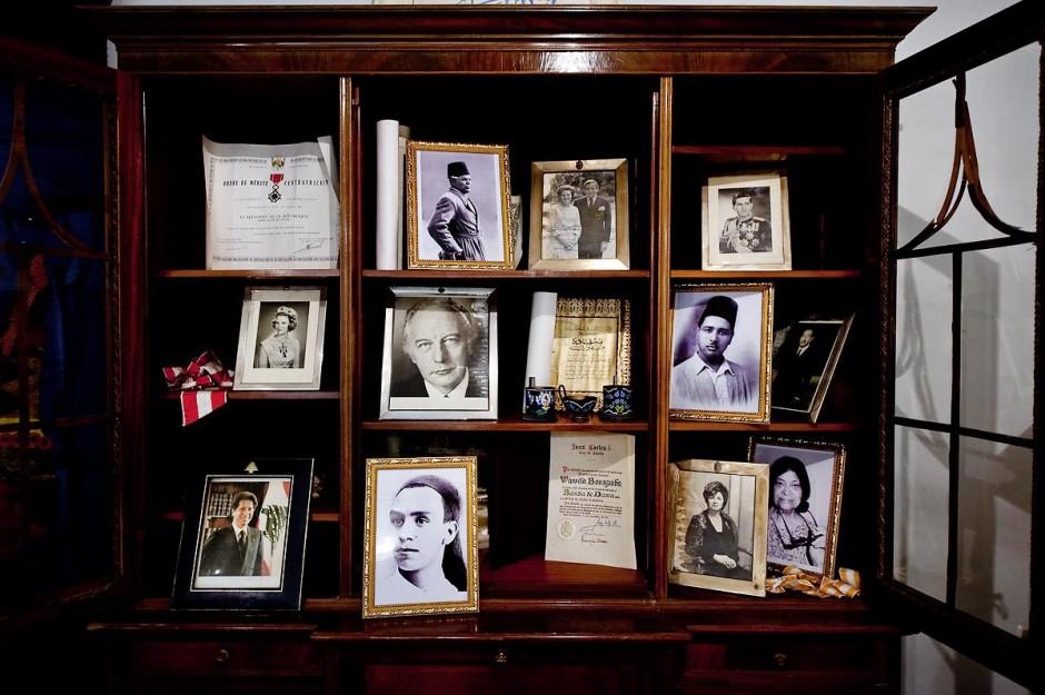 9 mars : rencontre avec M. Moncef Marzouki, président de la République depuis le 13 décembre 2011, au Palais Préisdentiel de Carthage. Dans les sous sols du Palais, à son arrivée le Président a découvert une série de salles où avait été entreposés par Ben Ali à même le sol les souvenirs, cadeaux, tableaux et scupltures de l
