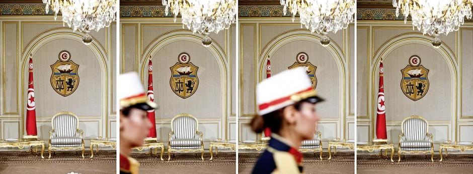 12 mars : le fauteuil du président dans le salon doré au Palais Présidentiel de Carthage, le président de la République a présidé une cérémonie de lever du drapeau tunisien. Au cours de cette cérémonie, Moncef Marzouki a décoré l
