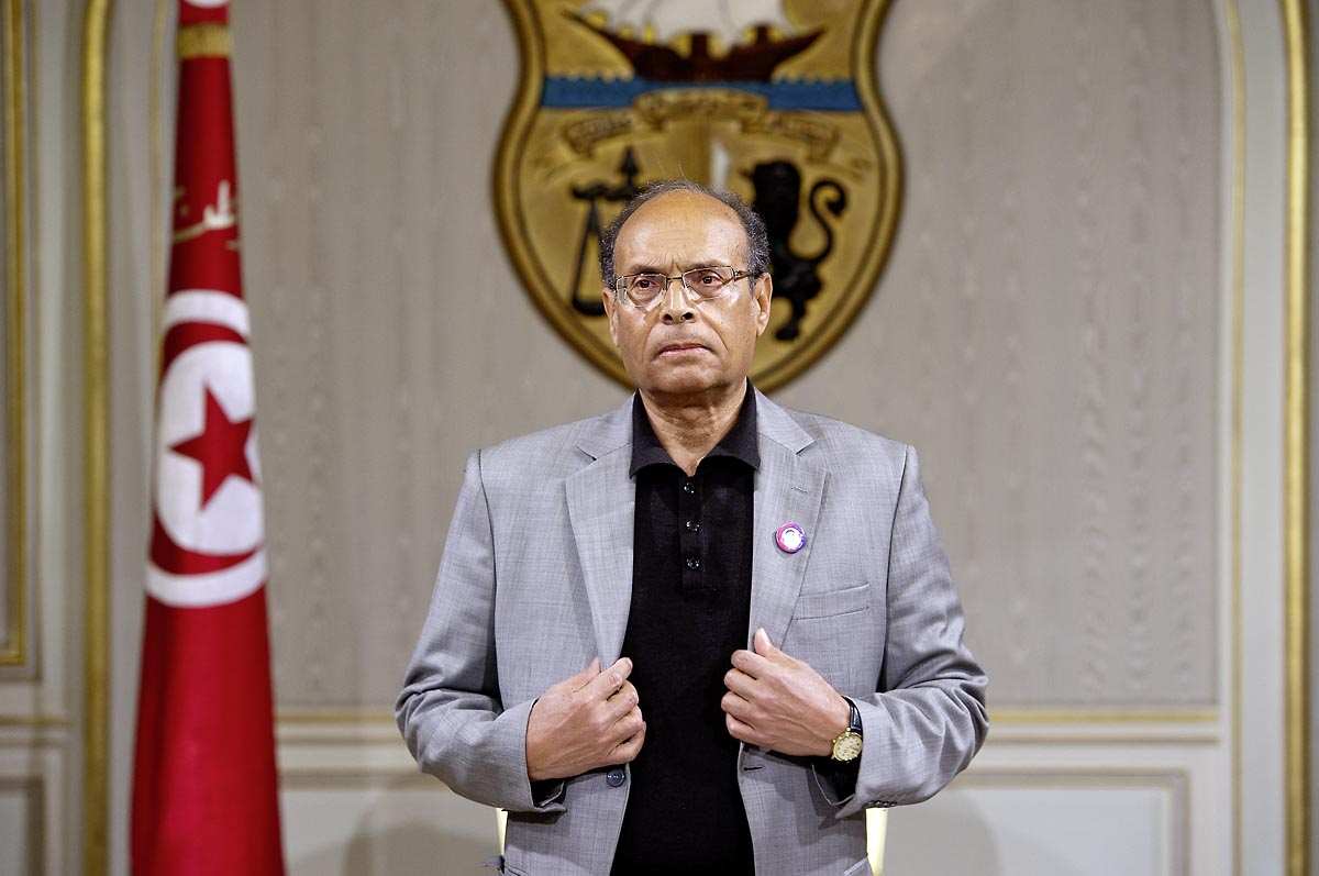 12 mars : Le président Moncef Marzouki dans le salon doré au Palais Présidentiel de Carthage, le président de la République a présidé une cérémonie de lever du drapeau tunisien. Au cours de cette cérémonie, Moncef Marzouki a décoré l
