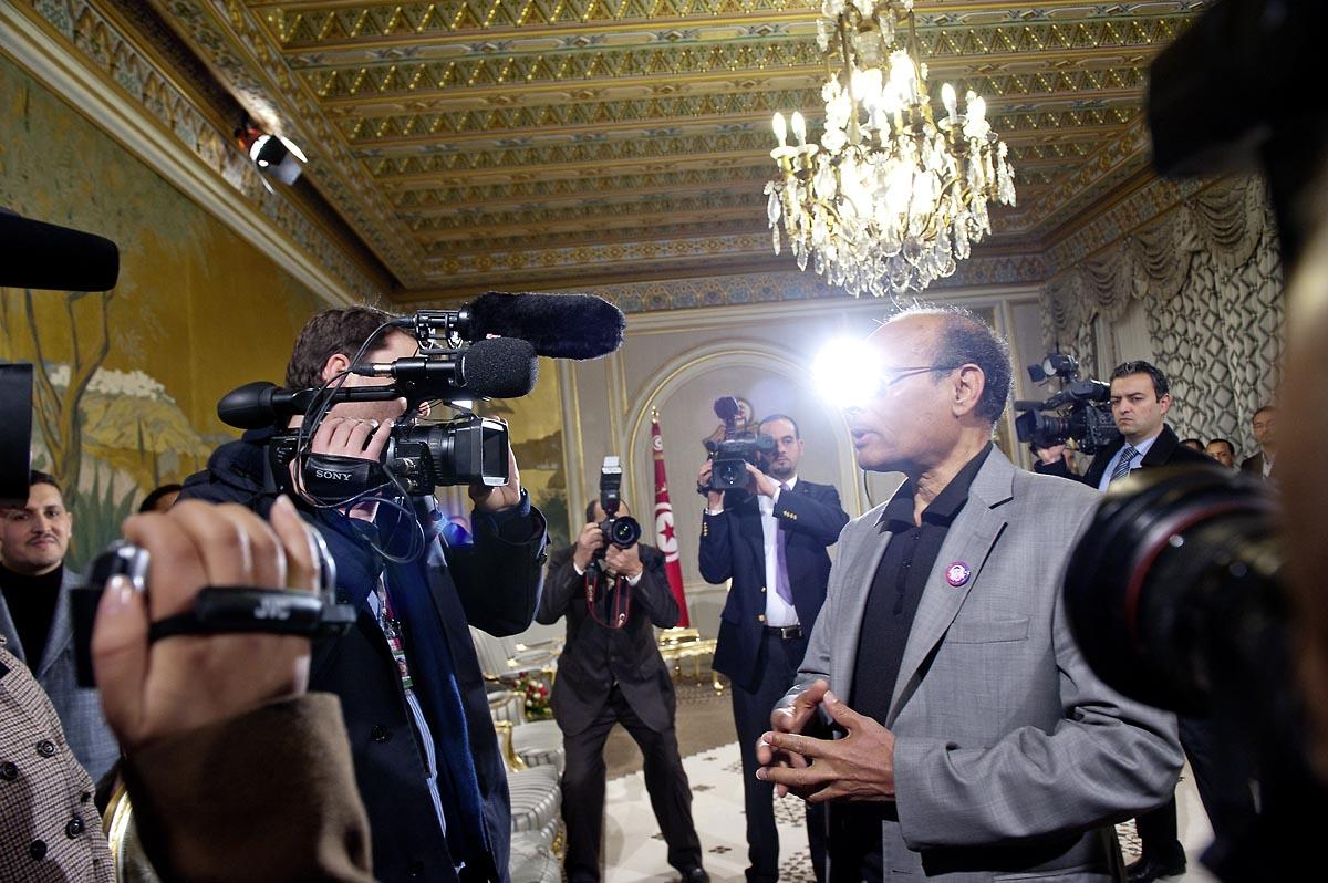 12 mars : au Palais Présidentiel de Carthage, le président de la République a présidé une cérémonie de lever du drapeau tunisien. Au cours de cette cérémonie, Moncef Marzouki a décoré l