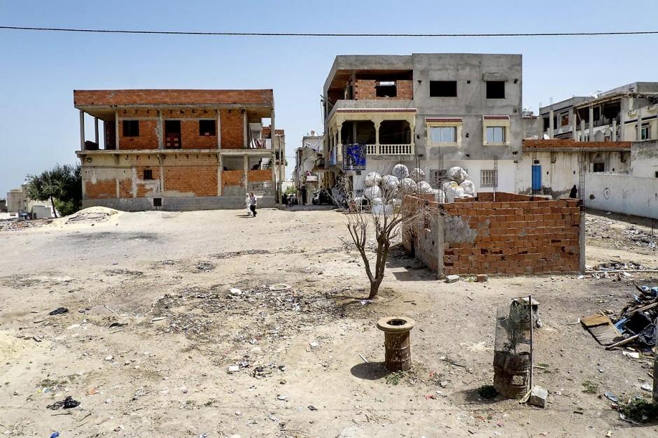 A Kabaria, quartier populaire de la banlieue sud de Tunis, Chez Nourredine MBAREK, père de Karim disparu le 29 mars 2011. Depuis le balcon de chez Nourredine vue sur Kabaria.