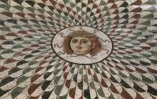 gorgone au front ailé, mosaique du II s ap JC, musee de Sousse