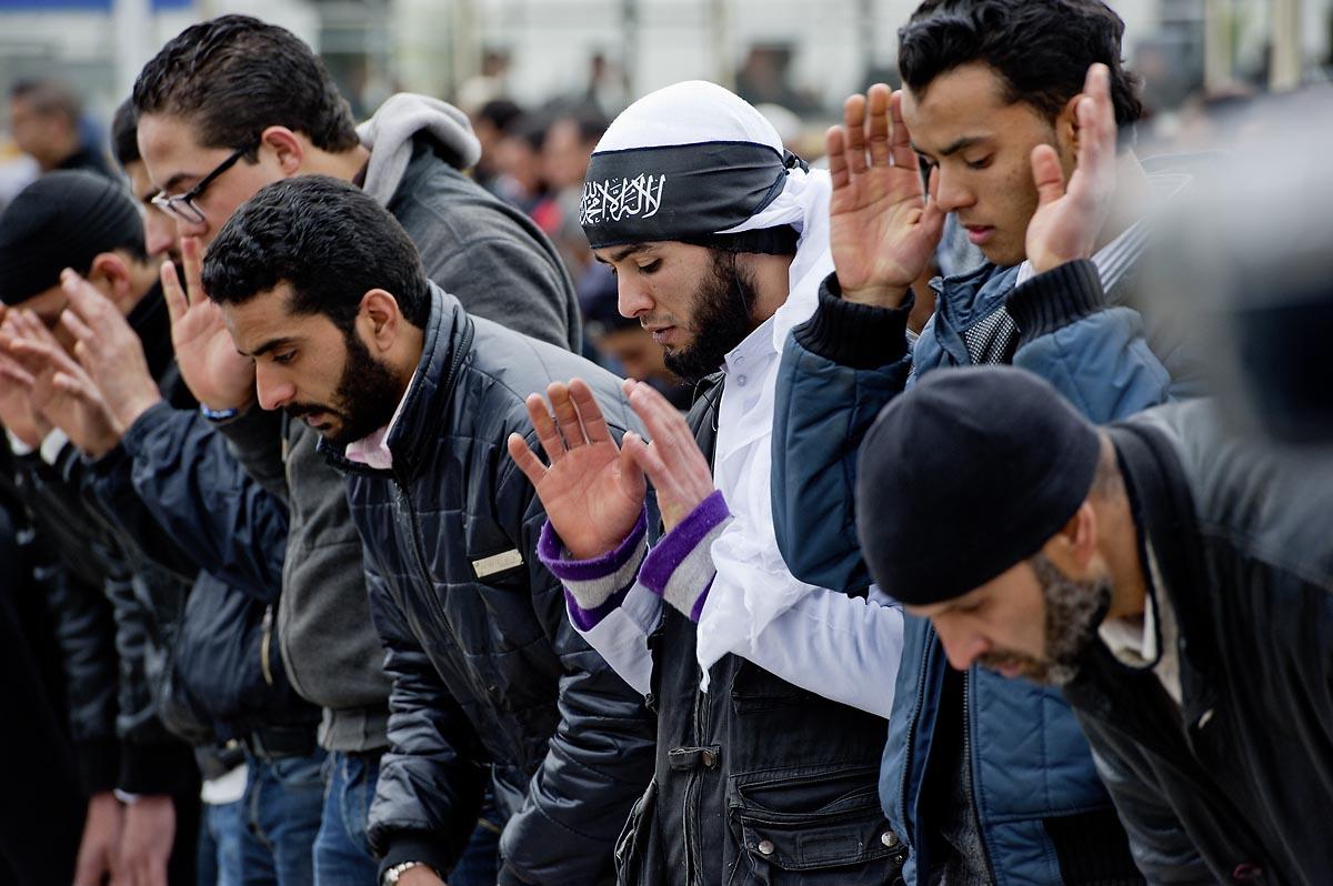 9 mars : devant la Télévision nationale tunisienne un sitin a lieu depuis plus d
