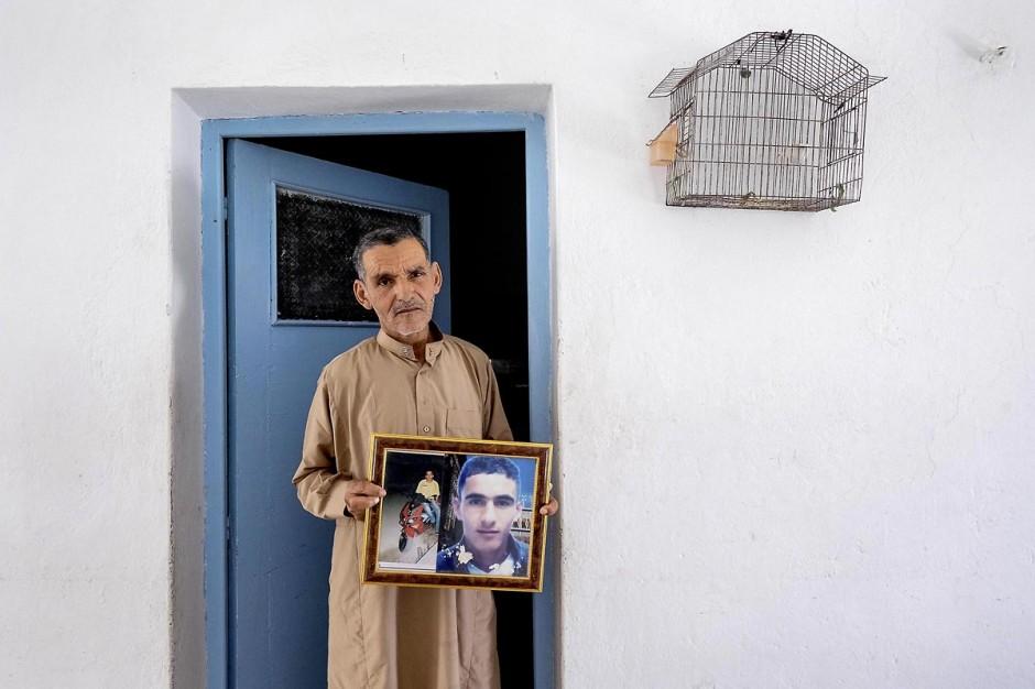12 juin 2014 : Saïd Amri, le père de Mohamed, martyr de la révolution. A Thala chez la famille Amri, le jeune fils de 18 ans Mohamed, martyr de la révolution, a été assasiné le 8 janvier 2011, premier martyr de la révolution à Thala.