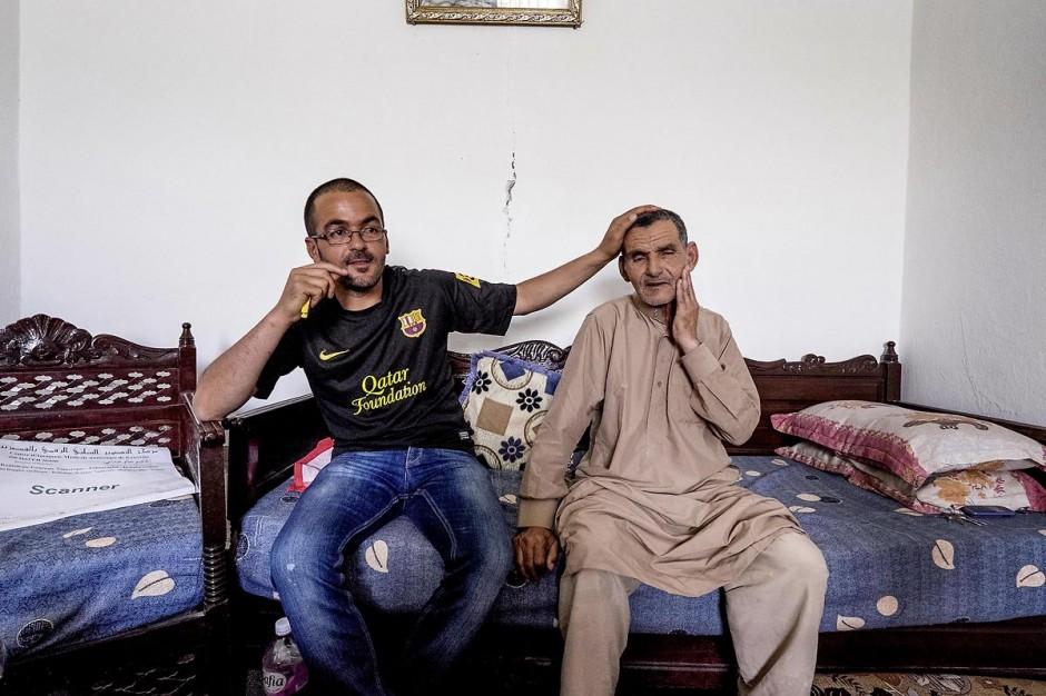 12 juin 2014 : Issam Amri et son père Saïd. Issam frère du martyr Mohamed, est aujourd