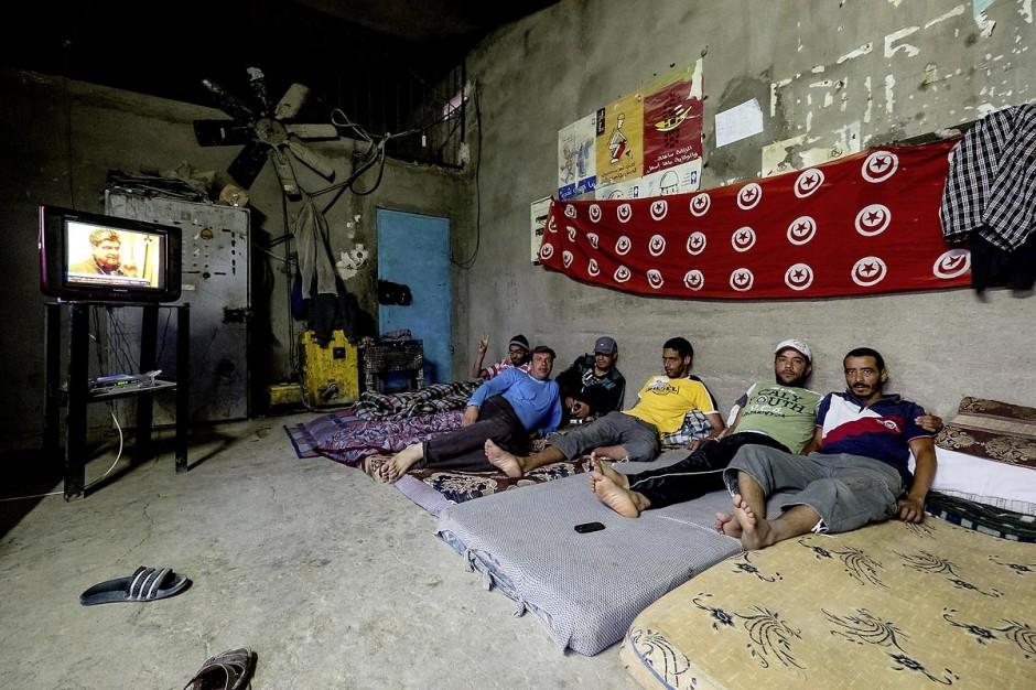 12 juin 2014 : dans les magains des carrières de phosphates de Redeyef un groupe de 6 jeunes suit une grève de la faim en revendications des problèmes d