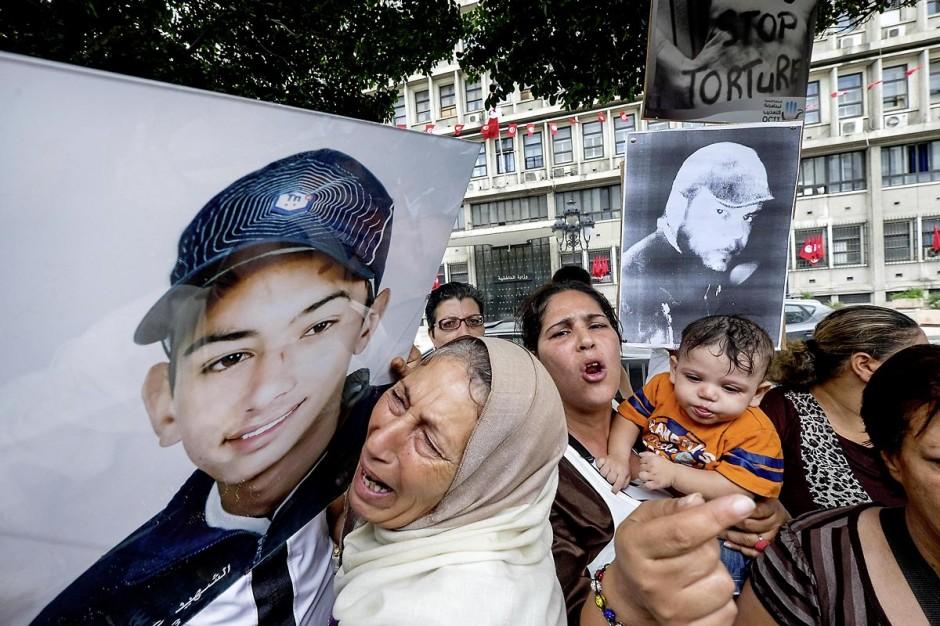 15 octobre 2014 : le fils, la femme et la mère de Mahamed Ali Snoussi. un sit-in devant le ministère de l