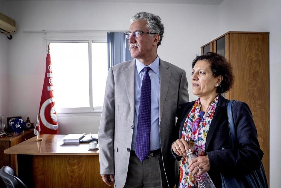 31 octobre 2014 : Hamma Hammai et sa femme Radhia Nasraoui. Portrait de Hamma Hammami dans son bureau du parti du Front populaire au lendemain des élections législatives. La bipolarisation de la vie politique tunisienne entre Nida Tounes et Ennahdha ne devrait pas cacher la 3ème place qu
