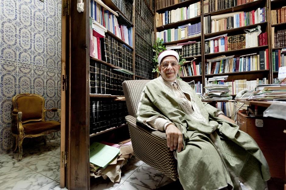 Abdelfattah Mourou, Avocat et Membre du parti Ennahdha. Fils de marchand et lointain descendant d